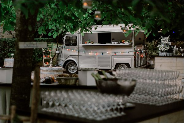outdoor wedding catering options | Image by Mélanie Mélot