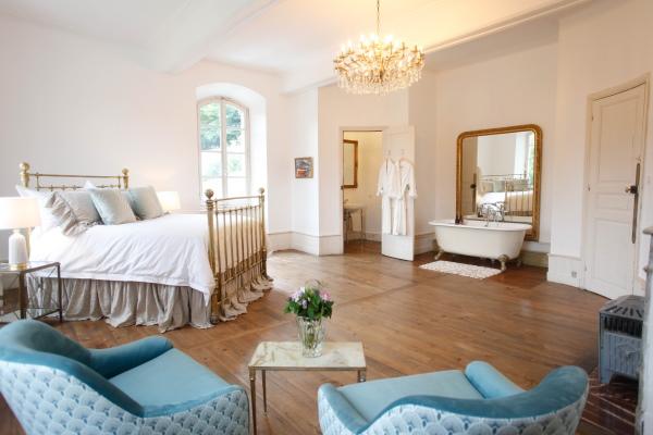 Chateau Siradan Bridal Suite