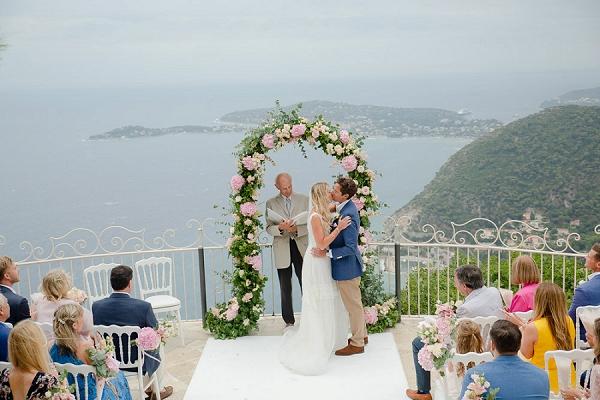 SMALL WEDDING AT CHATEAU DE LA CHÉVRE D'OR