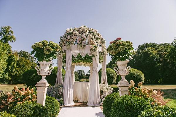 outdoor wedding chateau challain