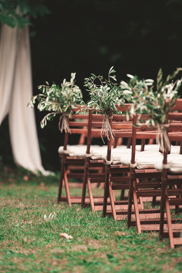 relaxed outdoor ceremony styling