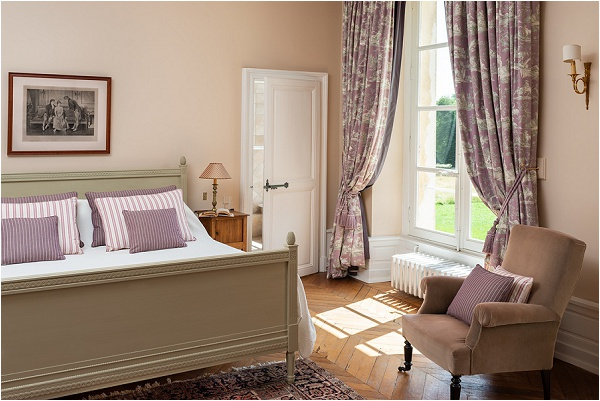 Every room has a view over parkland or pastures, each is ensuite