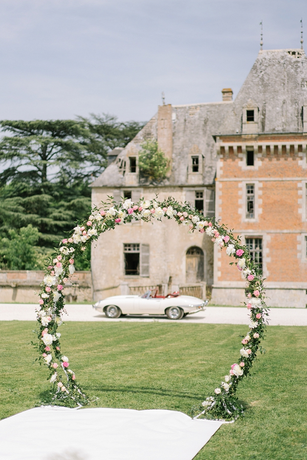 Chateau de Courcelles le Roy outdoor ceremony