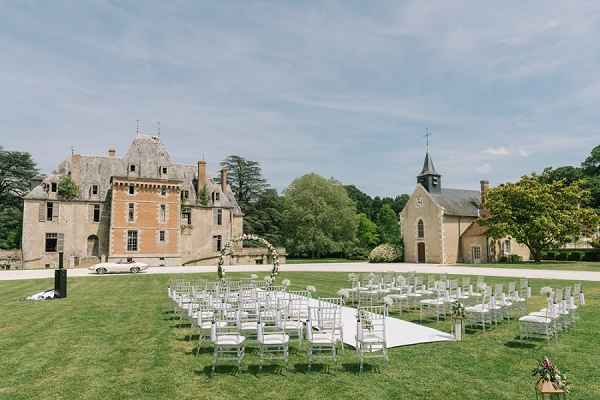 Chateau de Courcelles le Roy outdoor wedding