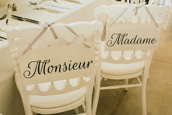 Monsieur et Madame chair signs