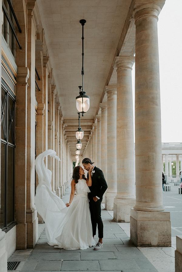 romantic paris wedding photo