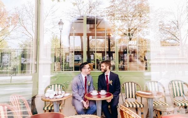 cafe wedding couple photos