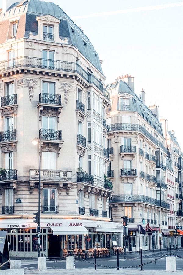 romantic location for a wedding in Paris