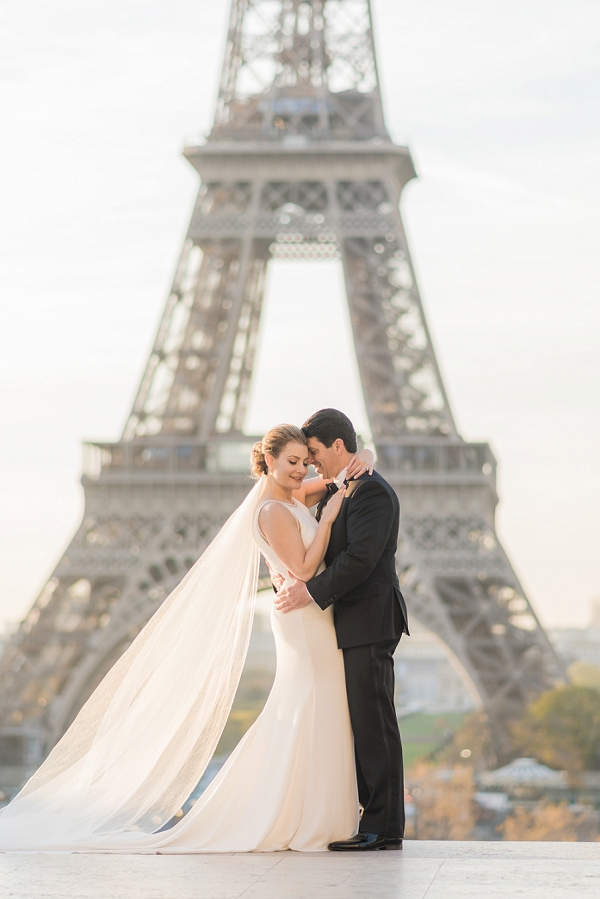 romantic photos Elopement in Paris