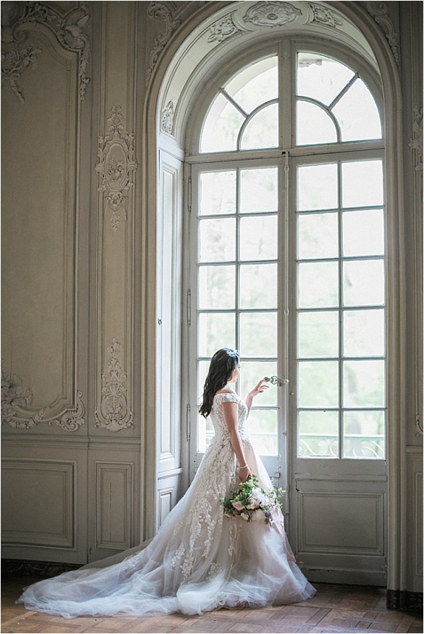 Beautiful bride at Chateau de Chantilly