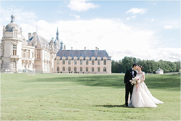 Newlyweds at chateau de chantilly