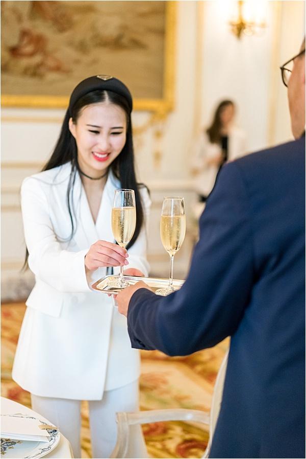 Micro wedding champagne