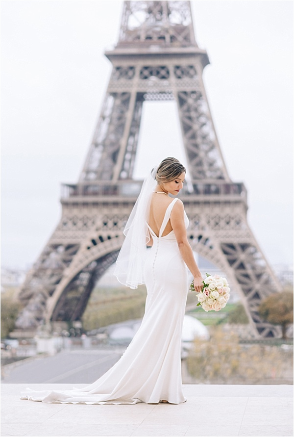 Stunning bride at the eiffel tower