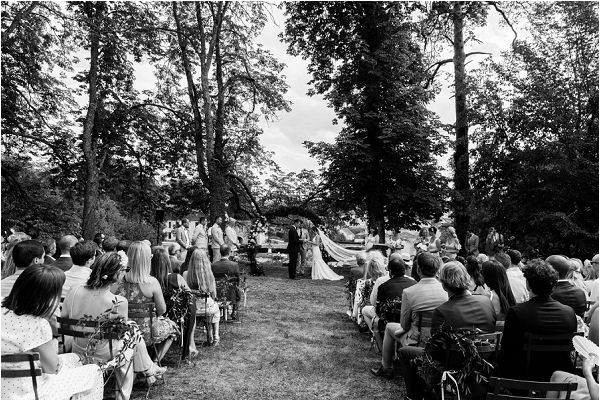 outdoor wedding ceremony ideas | Image by Charlie Davies Photography