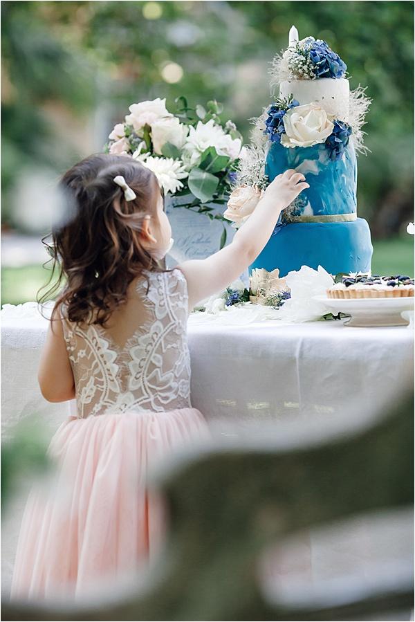 Little Bridesmaid going for the @innasocake Cake
