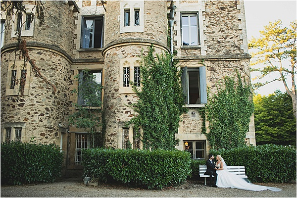Newlyweds in front of the chateau