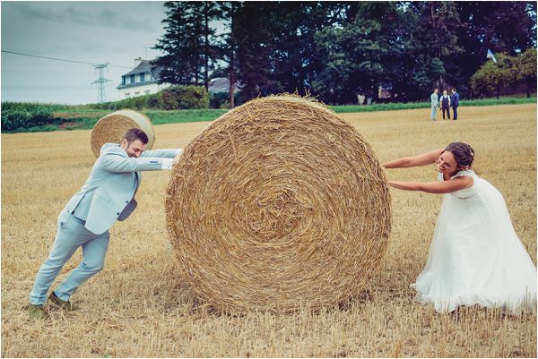 hay field wedding photos | Photography by Wedding Fusion Imagery