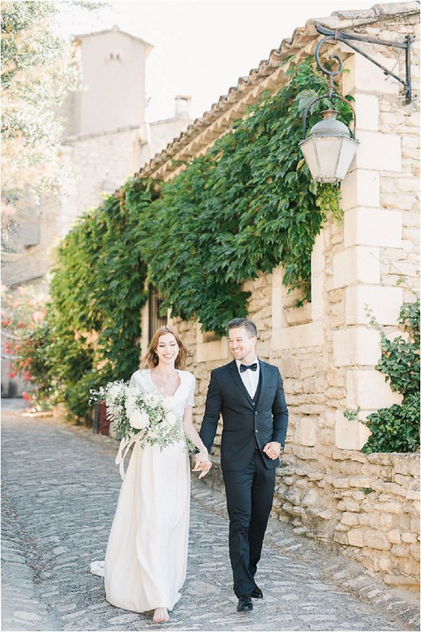 planning a wedding in Provence Images by Jeremie Hkb