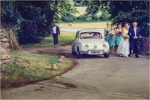 vintage wedding car France | Photography by Wedding Fusion Imagery