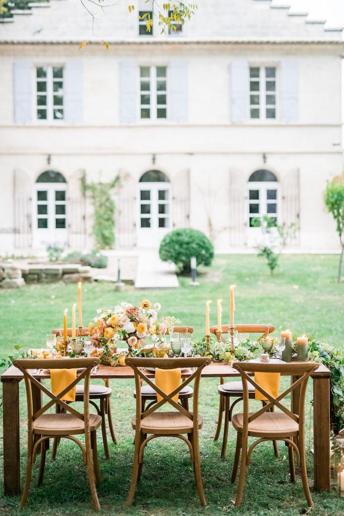 Wedding table arrangement in Mas de Capelou Avignon France