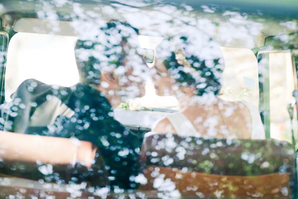 Eléna Fleutiaux Bride and Groom Photo in Car