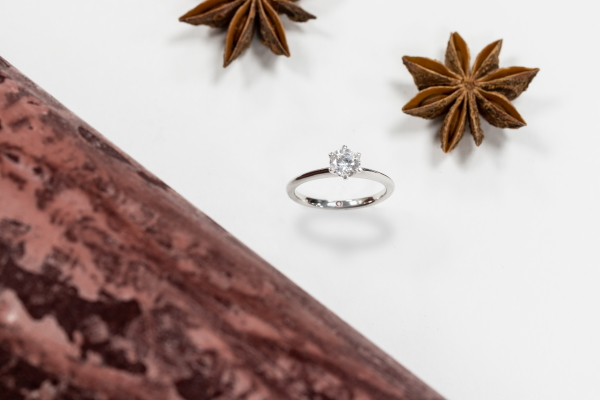 Diamond engagement ring from Taylor & Hart with allspice