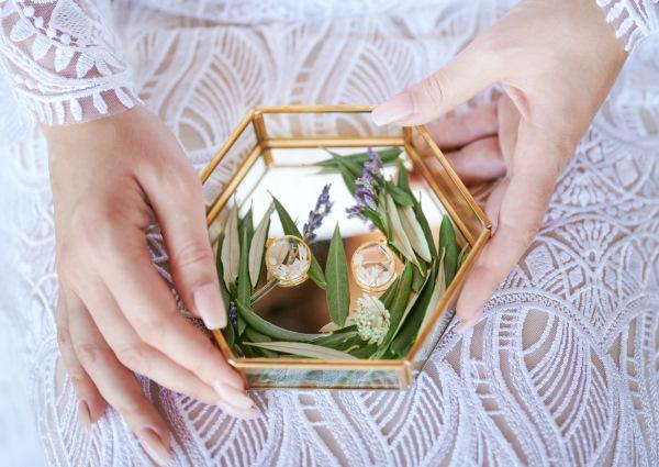 Earrings filled with lavender petals by Appoline Bijou Végétal