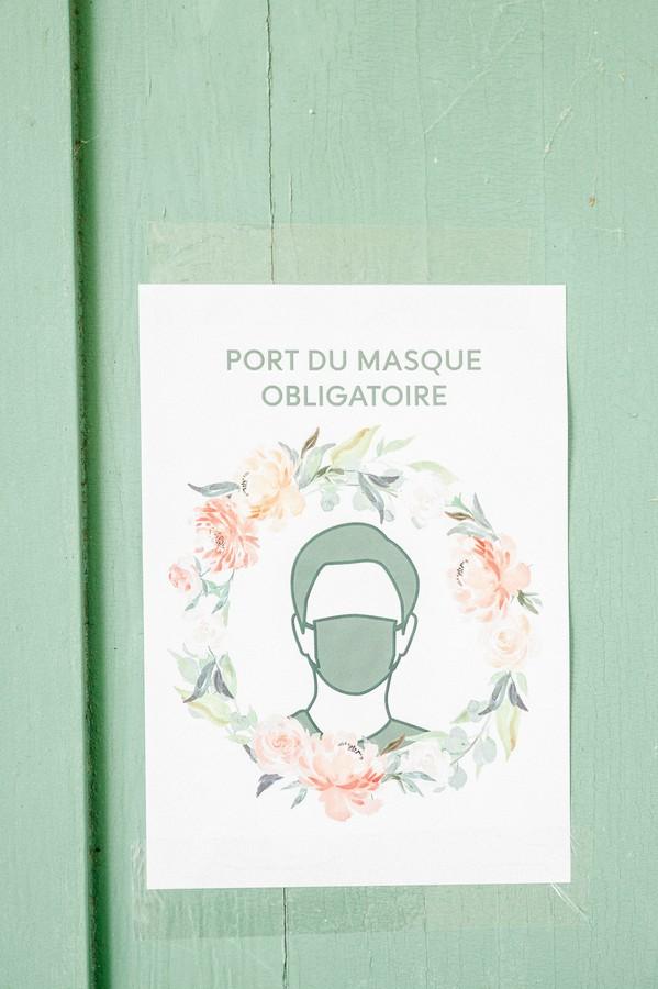 "Sign on green door reads ""Port du Masque Obligatoire"""