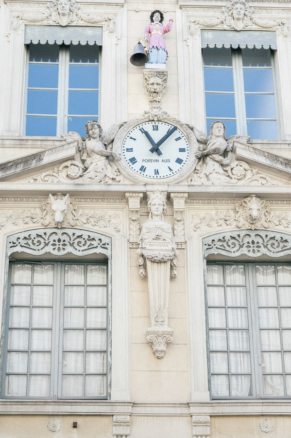 Clock displaying 11.05am on townhall in France