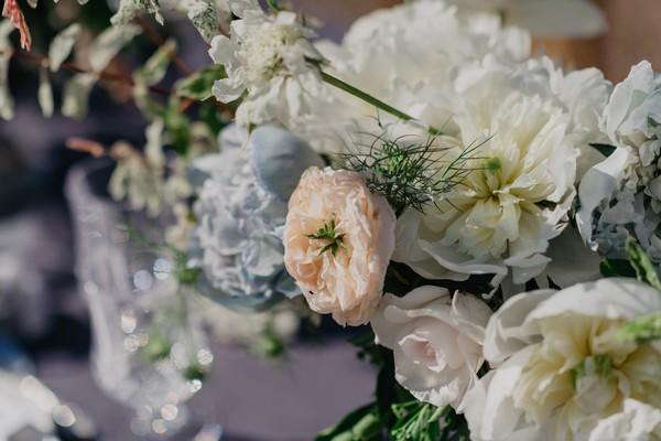 Pastel wedding table floral arrangement