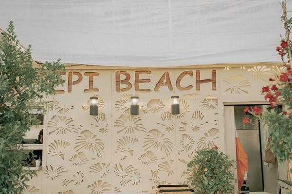 "building that says ""Epi Beach"""