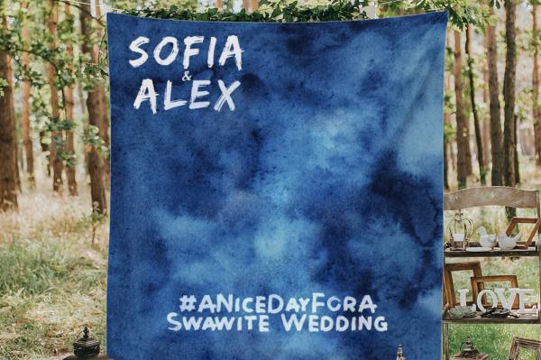 Sofia & Alex #ANiceDayForASwawiteWedding blue fabric sign