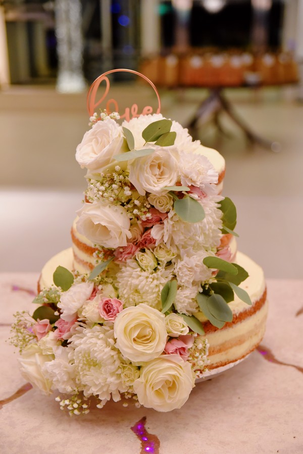 Floral decorated rustic naked wedding cake for elopement wedding in St Maarten
