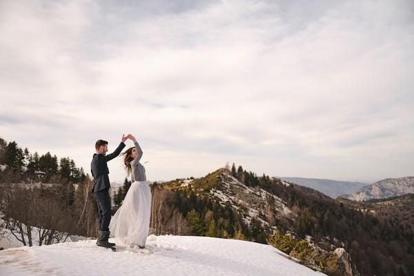 Couple Photoshoot in Pyrenees Mountain Snow