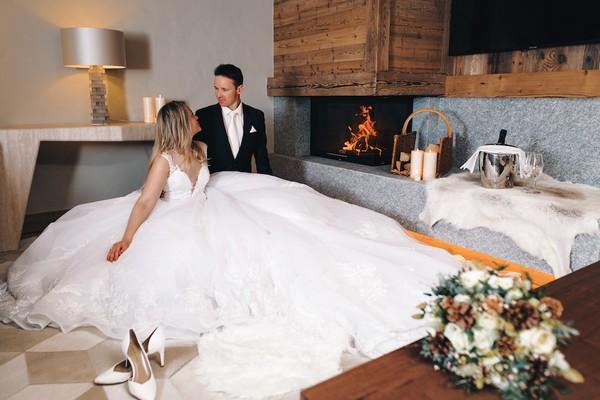 bride and groom in front of fire in Saint-Nicolas de Véroce